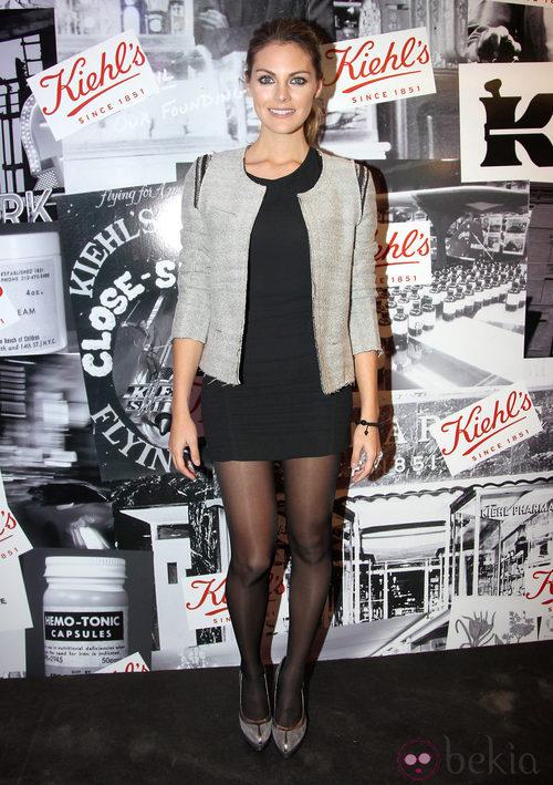 Amaia Salamanca con little black drees y chaqueta