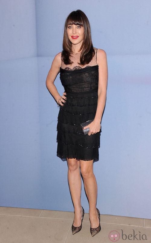 Tamara Mellon con vestido de encaje negro y detalles en pedrería
