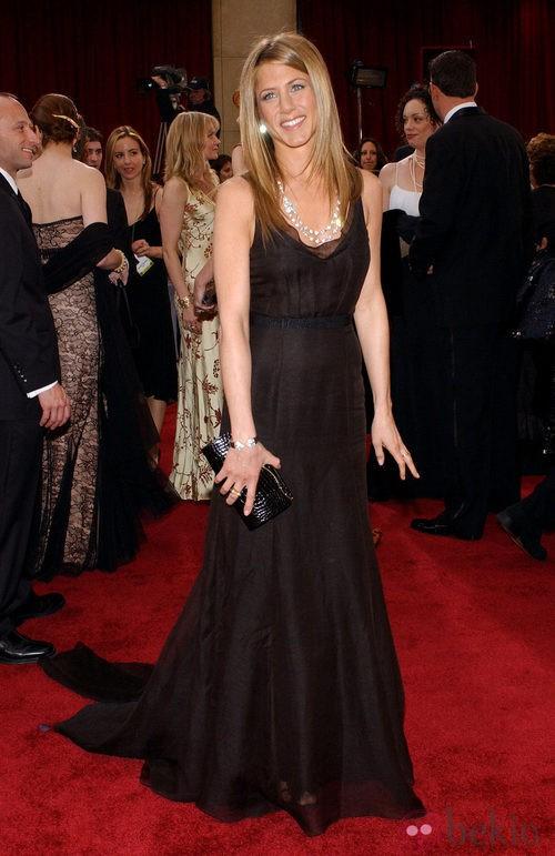 Jennifer Aniston con vestido de Rochas en los Oscar 2006