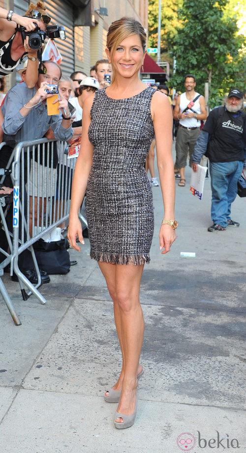 Jennifer Aniston con vestido de Dolce & Gabbana