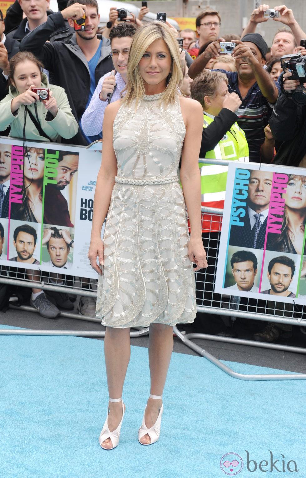 Jennifer Aniston con v...