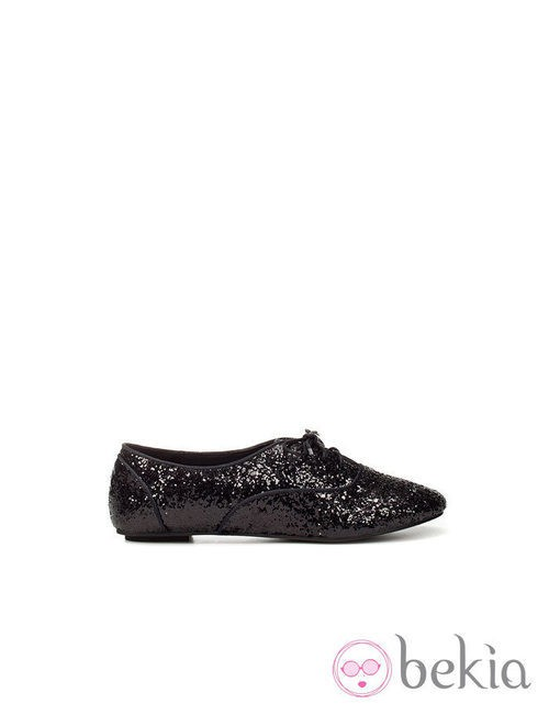 Zapato negro glitter de Zara