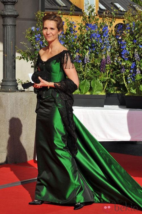 La infanta Elena con vestido largo verde y toquilla de encaje negra