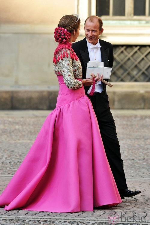 La Infanta Elena con vestido largo en rosa capote y torera goyesca de Lorenzo Caprile