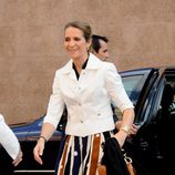 La Infanta Elena con pantalones pata elefante tricolor