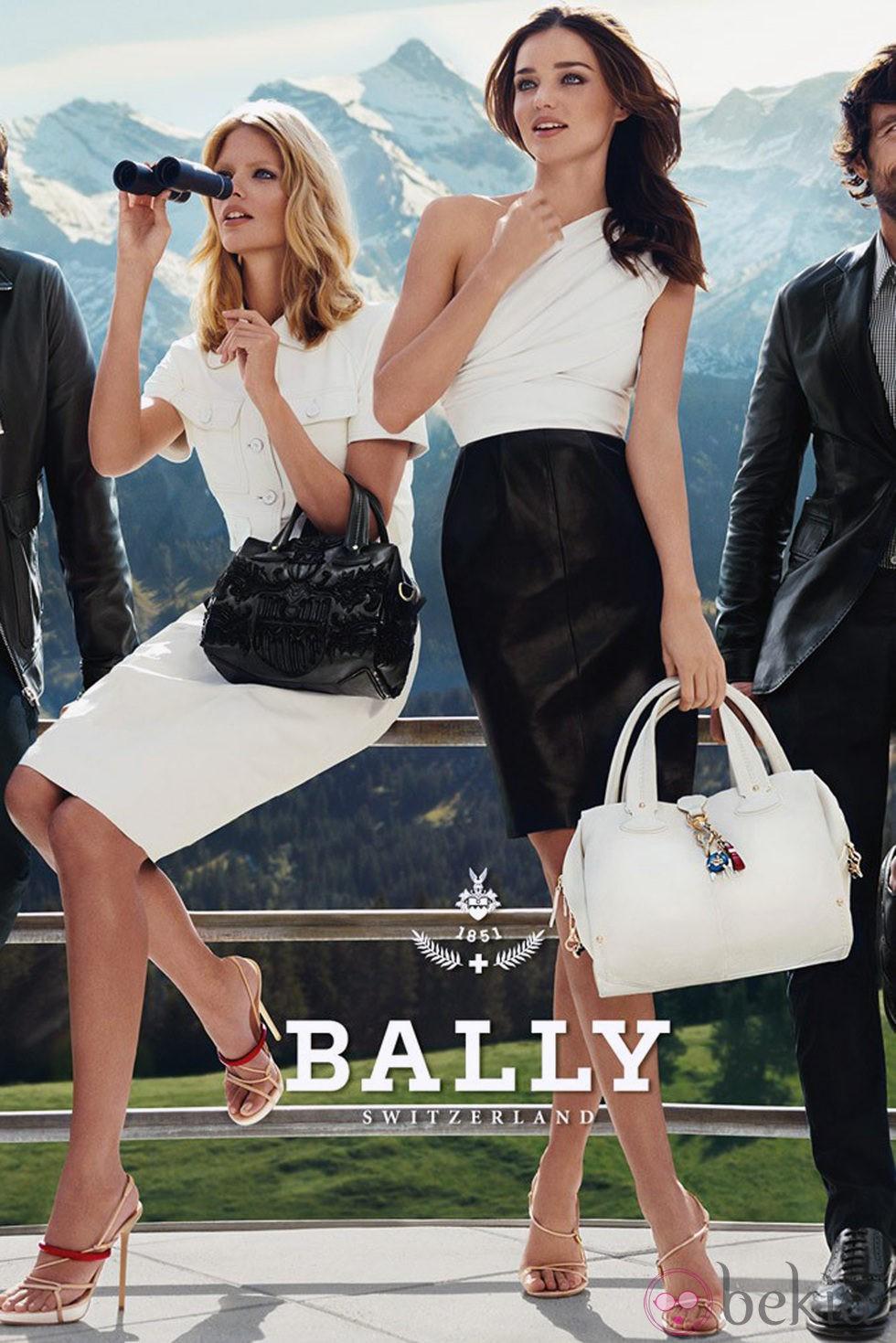 Miranda Kerr posa para la firma suiza Bally