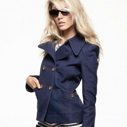 Trench azul de cuello de pico y minishorts navy, de Juicy Couture