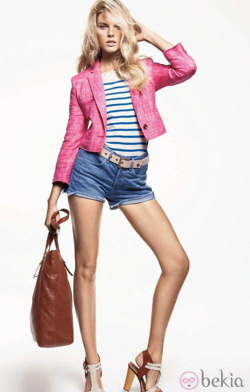Blazer de corte XXS y shorts vaqueros, de Juicy Couture