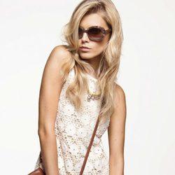Minivestido de encaje beige, de Juicy Couture
