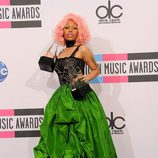 Nicky Minaj con vestido de gala verde y negro