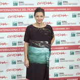 Maggie Gyllenhall con vestido saco negro