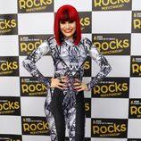 Jessie J con indescriptoble mono metalizado