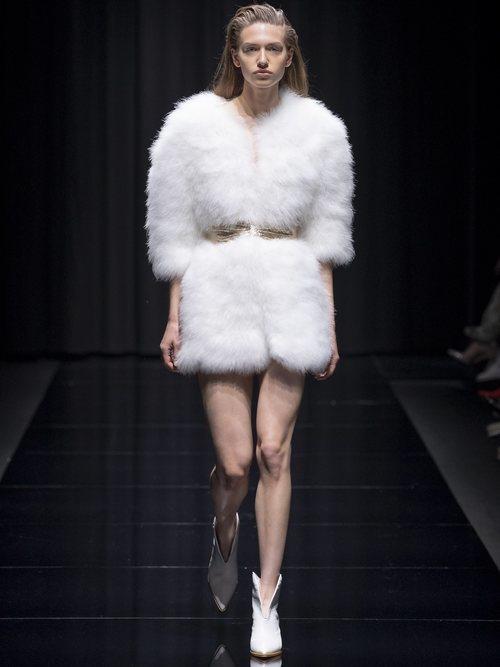 Abrigo de pelo en color blanco de la colección 'Gold Label' de Liu Jo