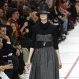 Vestido negro y gris del desfile de Dior fall/winter 2019/2020