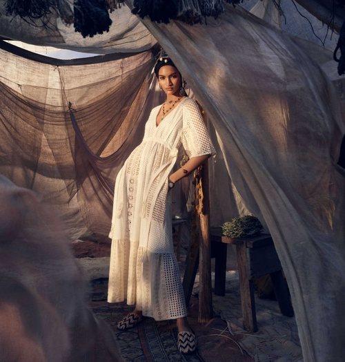 Vestido bordado de la colección primavera/verano 2019 de Zara