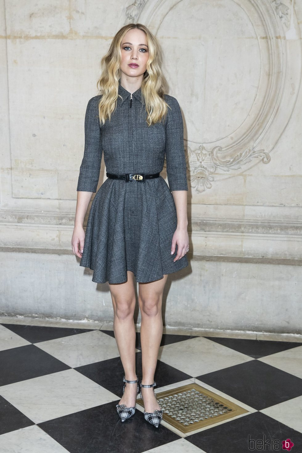 725b54ac0 Jennifer Lawrence luce un corto vestido gris - Los mejores y peores ...