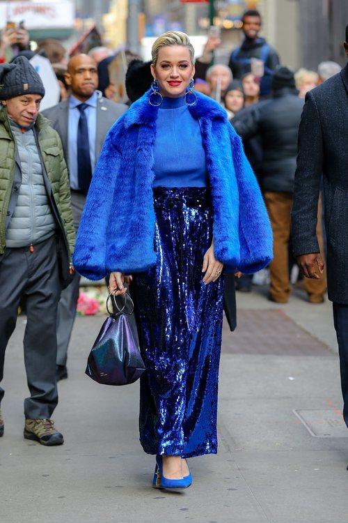 Katy Perry vestida entera de azul