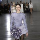 Vestido con tachuelas de la colección otoño/invierno 2019/2020 de Balmain en París