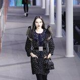 Vestido negro con volantes  de la colección otoño/invierno 2019/2020 de Louis Vuitton