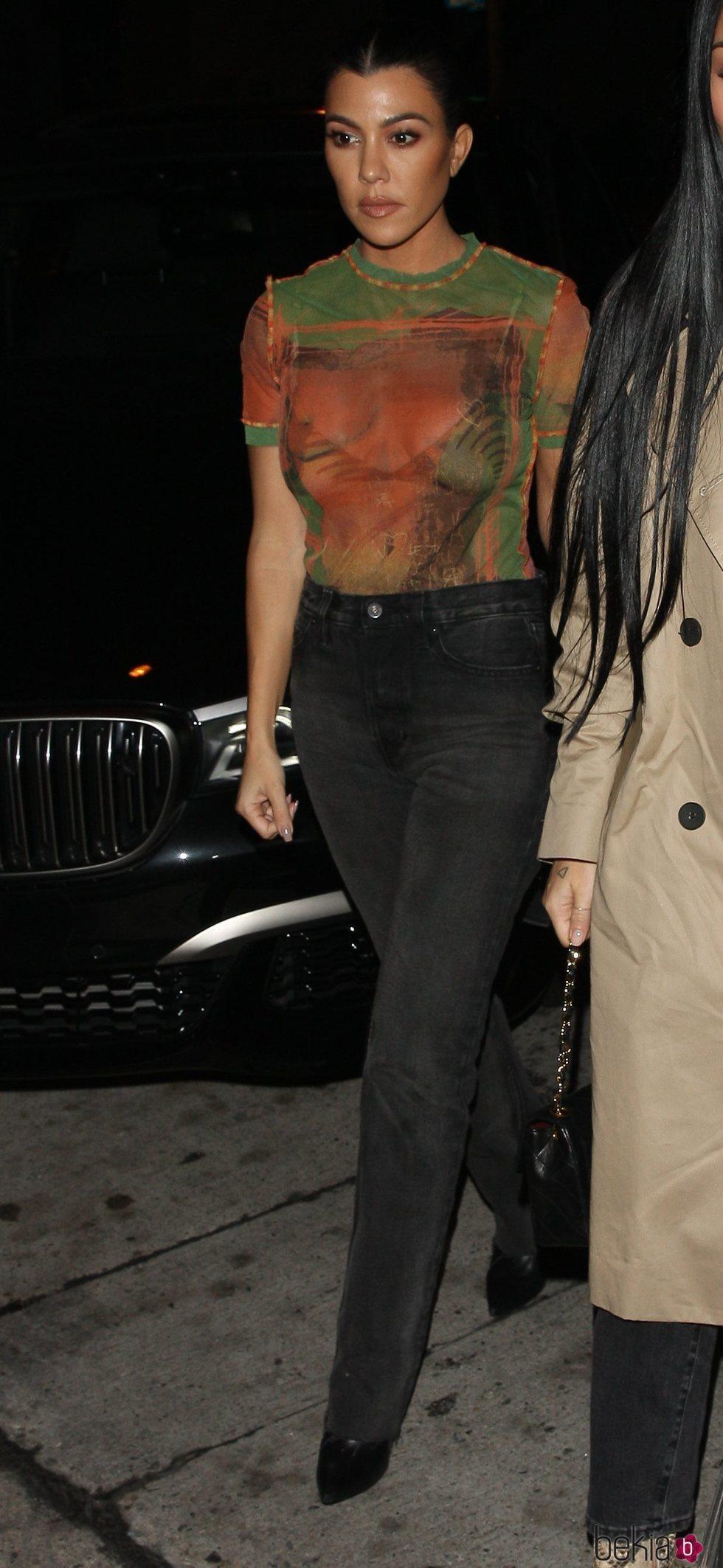 Kourtney Kardashian con un look sencillo en Los Ángeles