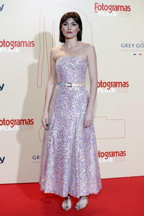 Marta Nieto con un vestido iridiscente