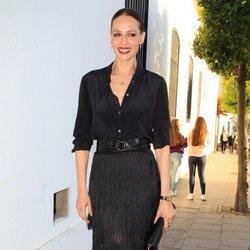 Eva González con falda larga de flecos