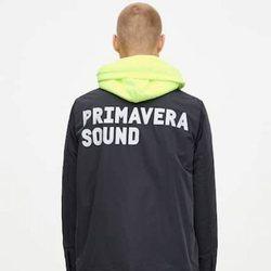 Chaqueta denim negra colección Primavera Sound Pull & Bear