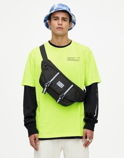 Camiseta manga corta verde flúor colección Primavera Sound Pull & Bear