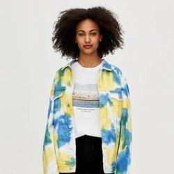 Chaqueta denim tie-dye colección Primavera Sound Pull & Bear