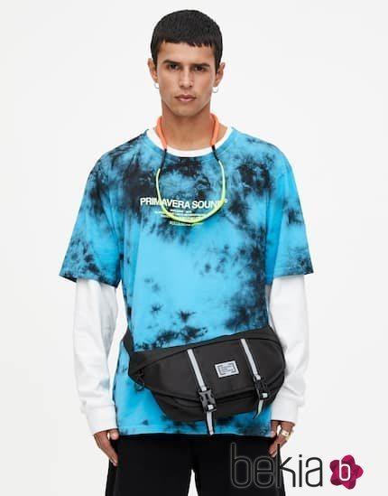 Camiseta tie-dye azul y negra colección Primavera Sound Pull & Bear