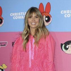 Heidi Klum con un vestido corto rosa