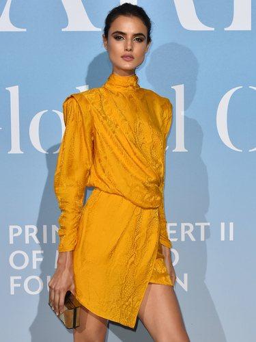 Blanca Padilla con un vestido amarillo de Peter Dundas