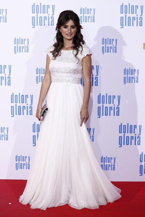 Penélope Cruz con un vestido blanco de Chanel