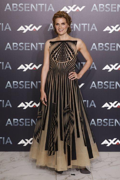 Stana Katic con un vestido de tul