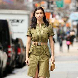 Adriana Lima con un vestido verde