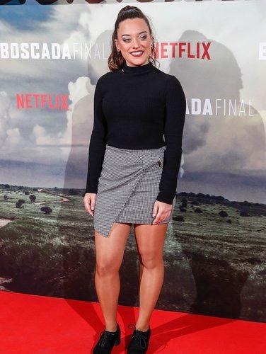 Noelia Franco con mini falda de cuadros