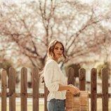 La influencer Jessiekas con un bolso de madera de Primark 2019