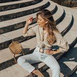 La influencer Claudia Soriano luciendo un bolso de madera de Primark 2019
