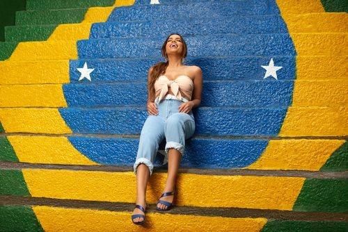 Anitta nueva imagen de la colección Ipanema Primavera-Verano 2019