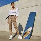 Blusa blanca del lookbook primavera/verano 2019 de Stradivarius