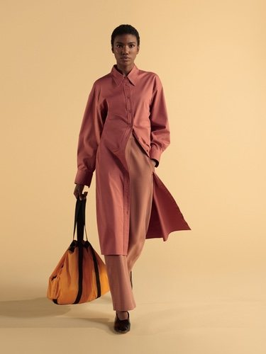 Vestido camisero y pantalón de tiro alto de la colección primavera/verano 2019 de Uniqlo