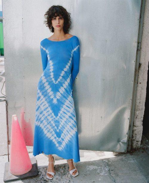 Vestido tie dye de la colección primavera/verano 2019 de Zara