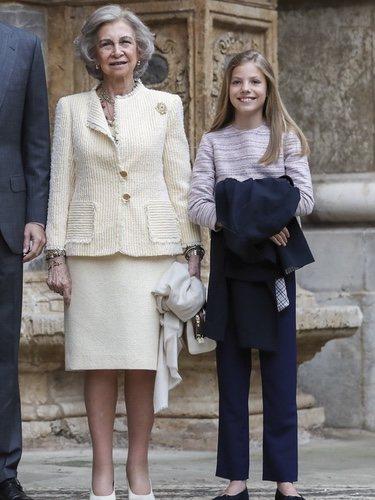 Los Reyes Felipe VI y Letizia con la Reina Sofía, la Princesa Leonor y la Infanta Sofía en la Misa de Pacua 2019