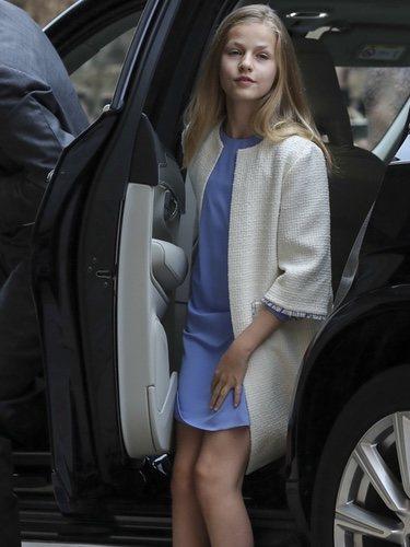 La Princesa Leonor bajando del coche para ir a la Misa de Pascua 2019