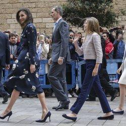 Los Reyes, la Princesa Leonor y la Infanta Sofía durante la Misa de Pascua 2019