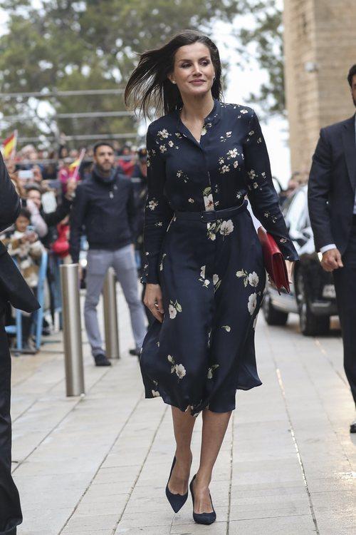 La Reina Letizia con vestido de Massimo Dutti en la Misa de Pascua 2019