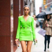 Olivia Culpo, espectacular con un minivestido en verde neón de David Koma