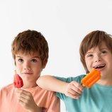 Patrick y Pedro con camisetas de manga corta de la colección verano 2019 de Zara Kids