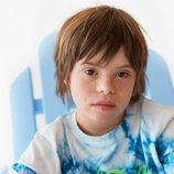 Patrick con camiseta Tie Dye en azul y blanco de la colección verano 2019 de Zara Kids