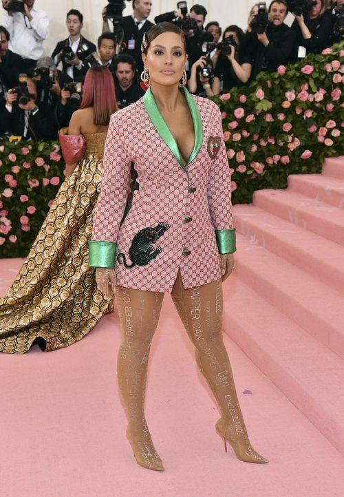 Ashley Graham vestida de Gucci en la alfombra roja de la Gala MET 2019